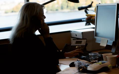 För en civilekonom som arbetar 20 år i en kvinnodominerad sektor och sedan lever till 80 år, blir slutsumman 6,6 miljoner kronor lägre än för motsvarande civilekonom som arbetar i en mansdominerad sektor, skriver Annika Strandhäll.  Bild: Fredrik Sandberg/TT