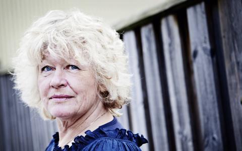 Roks ord-förande Angela Beausang ställer politikerna till svars och kräver konkreta svar och handling i stället för luddiga löften.  Bild: Julia Lindemalm