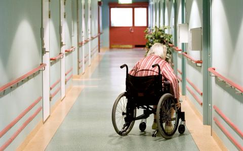 Pengar som skulle kunna stärka bemanningen i vården har i stället gått till vinst i välfärdsföretagen. Bild: Pontus Lundahl/TT