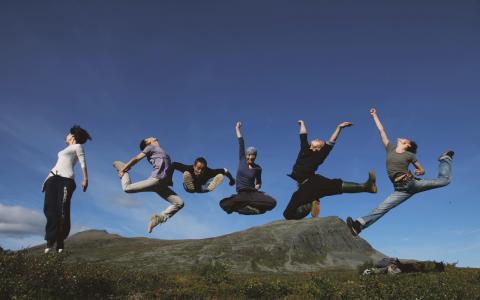 Det samiska temat är genomgående. Bland annat syns det i dansföreställningen Tao där en kinesisk koreograf har samarbetat med samiska musiker.  Bild: Fan Xi