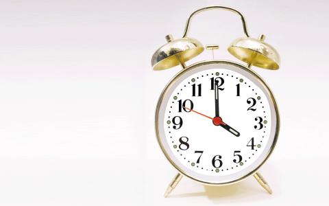 Finansiering. Sex timmars arbetsdag kostar mindre än ett år av bankvinster, skriver Johan Ehrenberg och Sten Ljunggren.