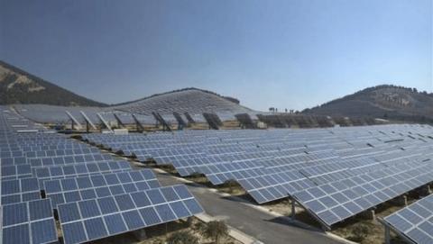 Stora solcellsparker är vanliga i Kina, den småskaliga takinstallationen mindre vanlig.