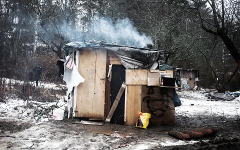 Efter att lägret i Högdalen revs byggdes nya skjul i Huddinge. Men kommunen planerar att vräka romerna även härifrån redan den här veckan.  Bild: Carlos Zaya