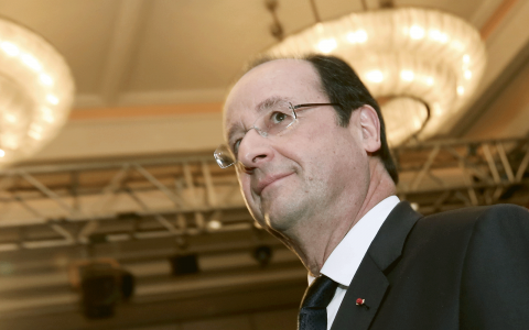 Frankrikes president Francois Hollande lovade att han inte skulle kasta ut en enda människa på gatan utan att erbjuda dem boende.  Bild: Emrah Gurel/AP/TT