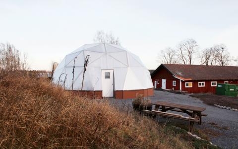 Det iglooliknande växthuset med aquaponicsteknik.  Foto: Josef Ingvarsson