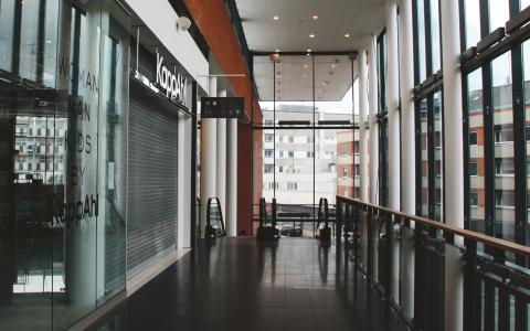 Gallerian Entré slog upp dörrarna för fem år sedan med förhoppningen att kunna lyfta området Värnhem i östra Malmö. Idag är både besökare och butiker på god väg att lämna byggnaden öde. Och Entré är bara ett exempel av många.  Bild: Linnea Nilsson