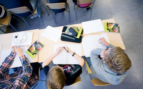 Under alliansens tid har det försvunnit omkring 1 000 speciallärare och kuratorer från skolan, skriver debattörerna.  Bild: Fredrik Sandberg/TT
