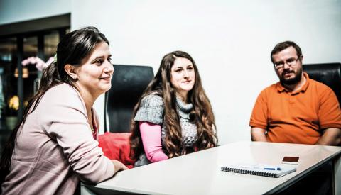 Cristina, Florentina och George har alla haft en negativ upplevelse av kontakten med arbetsförmedlingen.  Bild: Thea Holmqvist
