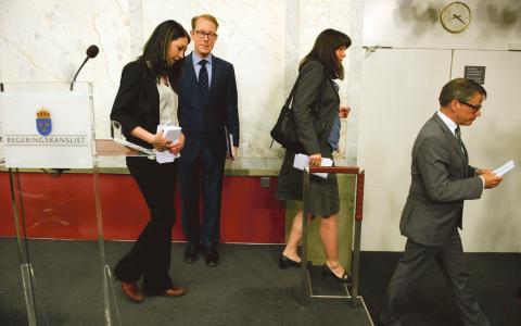 """I juni 2012 presenterade Miljöpartiet och regeringen en fördjupad migrationsöverenskommelse. Nyligen kom de överens om ytterligare förändring i utlänningslagen som innebär att barn under 18 ska få stanna vid """"särskilt"""" ömmande omständigheter.  Bild: Pontus Lundahl/TT"""