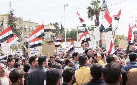 """""""Vänstern vill inte ta i Syrienfrågan eftersom de ser utländska agenter där vi andra ser fredliga demonstranter, de ser en sionistisk-amerikansk sammansvärjning där vi ser ett land som håller på att implodera"""", skriver Hanin Shakrah. Bild: Shamsnn"""