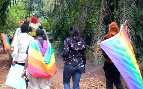 Deltagare i den andra Pride-paraden som hållits i Uganda, i augusti förra året. Många befarar nu att en våg av gripanden kommer att följa efter att den kontroversiella antigaylagen undertecknats.  Bild: Amy Fallon/IPS