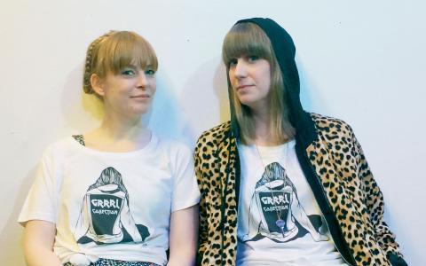 Emilia Henriksson och Malin Ringsby har startat bloggen Grrrl collection som lyfter kvinnliga kulturutövare. Bild: Helena Gustavsson