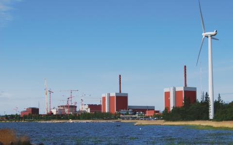 På Olkiluoto kärnkraftverk håller reaktor 3 fortfarande på att byggas trots att målet var att den skulle producera el år 2009.
