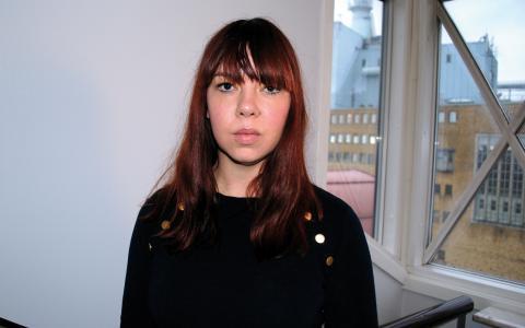 Frida Holmqvist är socionom, feminist, skriver på en bok och har som nyårslöfte att bara läsa kvinnliga författare i år.