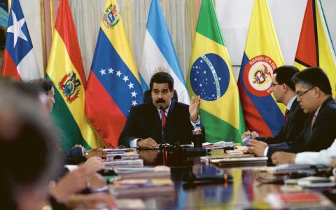 President Maduro utvisade nyligen ett par amerikanska ambassadtjäns-temän.  Bild: Fernando Llano/AP/TT