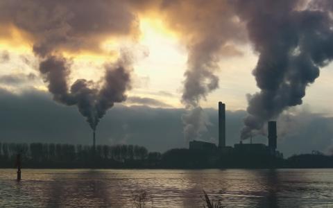 Regeringens brist på ansvar och helhetsperspektiv i klimatpolitiken är förbluffande, tycker debattörerna.  Bild: Stock Xchng