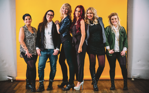 Cindy, Rebecka, Karolina, Emma Jennie, Matilda och Charlotte gör snart tv-debut i nya serien Flator.  Bild: Love Strandell/SVT