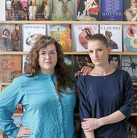 About: The Blank Pages har tagits fram av Malmökonstnärerna EvaMarie Lindahl och Ditte Ejlerskov som chockades över fördelningen av konstnärer i utbudet hos Taschen Basic Art, som är en av världens mest sålda konstbokserier.
