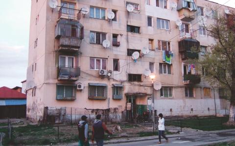 Förra veckan besökte en svensk delegation till Rumänien. De begav sig bland annat till stadsdelen Ferentari, som sägs ha störst andel romer i Bukarest.  Bild: Lars Björk