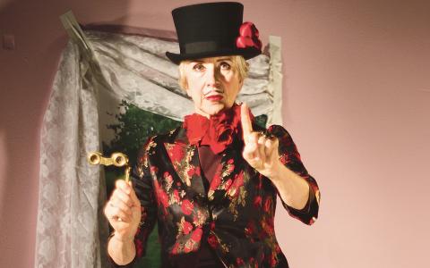 Många av kläderna som används i Ostens sista föreställning Lammungarnas fest kommer från hennes egen garderob. Här provar hon dem själv.  Bild: Sara P Borgström