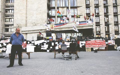 Länsadministrationsbyggnaden har varit ockuperad av separatisterna sedan april. Bild: Jonas Cullberg