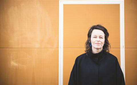 """""""Konsten är oftast som mest skärpt när det finns en fiende"""", säger Anna Charlotta Gunnarsson.  Bild: Thea Holmqvist"""