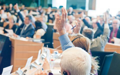 viktiga frågor. Frihandel, kollektivavtal och arbetsmiljön: Tre frågor varför det är viktigt att rösta den 25 maj, menar debattörerna. Bild: European Parliament/flickr