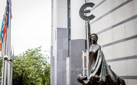 """""""Den ekonomiska krisen i Europa har förvärrats av det misslyckade Europrojektet och av den åtstramningspolitik som EU har tvingat på de hårdast drabbade krisländerna"""", skriver debattörerna. Bild: Kevin Van den Panhuyzen"""
