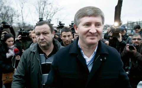 Rinat Akhmetov är Ukrainas rikaste man som är god för 31,1 miljarder dollar och var en av de oligarker som gjorde sig en förmögenhet efter Sovjetunionens fall.