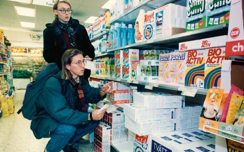 Konsumenter i valet och kvalet. De blåvita produkterna var ett konkret resultat av konsumentinflytande. Bild: Sören Fröberg