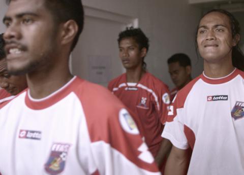 Hårdtacklande backen Jaiyah Saelua blev den första transpersonen att spela en Fifa-match. Bild: Press