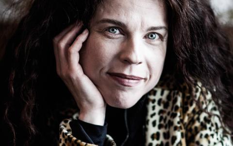 """Babels programledare Jessika Gedin växte upp i norrländska Härnösand och är dotter till översättaren Lena Fries-Gedin. """"Jag var hela tiden omgiven av böcker."""" Bild: Carlos Zaya"""