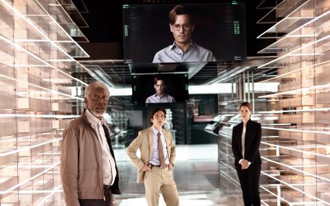 Transcendence går upp på svenska biografer på midsommardagen. Johnny Depp spelar forskaren som försöker ta fram en maskin med mänskliga känslor.