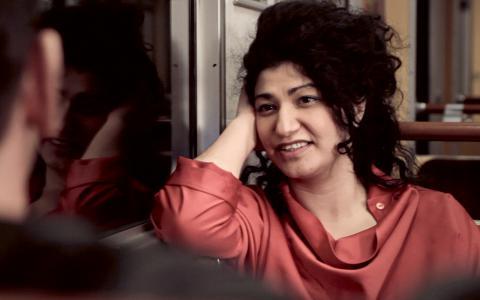 Bahareh Razekh Ahmadi spelar Antigone. Bilder: Rats teater