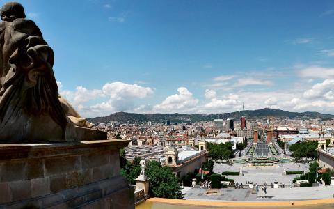 Historisk plats. Utsikt över Barcelona från berget Montjuic. Tidigare togs Francos anhängare dit. Idag är det en plats för parker, idrott och turism. Bild: Wjh31/wikimedia