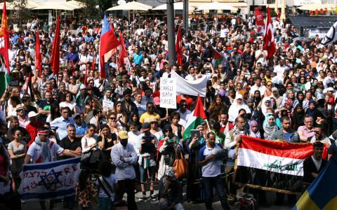 """En manifestation under rubriken """"Det är nog nu Israel"""" hölls i lördags i Stockholm. BILD: Sam Linderoth"""