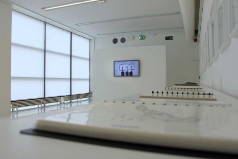 Utställningen på länsmuseet består av teckningar och en video av en palestinsk konstnär med titeln Suspended. BILD: THOMAS JOKINIEMI