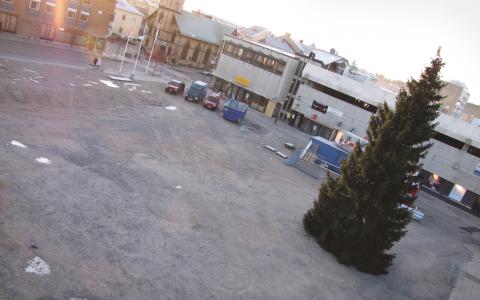 Grusad plan. Brotorget i Bollnäs såldes till ett danskt fastighetsbolag för 162 000 kronor och planen var att det skulle byggas en galleria på platsen. Sedan kom finanskrisen. Bild: Magnus Hansson/P4 Gävleborg