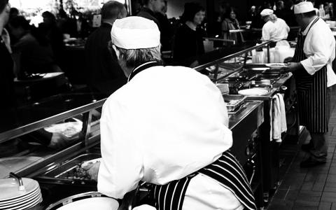 """Branschorganisationen Visita driver nu kampanjen """"Dubbelstöten"""" för att stoppa en höjning av restaurangmomsen och arbetsgivaravgifterna vid ett regeringsskifte. Bild: Leif R Jansson/TT"""