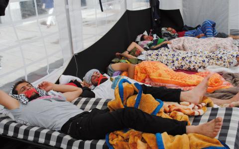 """""""Några är helt slut och kan inte prata, men de vill stanna här"""", säger Nadal Lulu. Männen ser hungerstrejken som en sista utväg och flera vill inte ta emot läkarhjälp. Hanna Strömbom"""