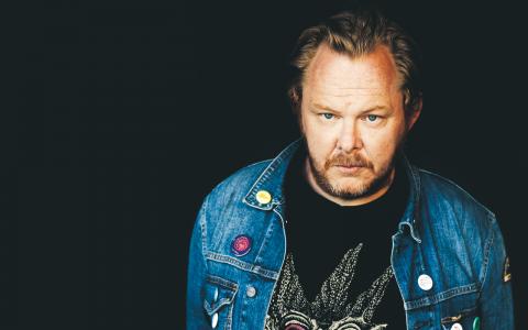 """Mattias Alkbergs band Mattias Alkberg BD nominerades 2004 till """"årets pop manlig"""", något Alkberg tackade nej till med motiveringen att det inte är ett soloprojekt och att de inte skriver """"specifikt manliga låtar"""".  Bild: Pär Olofsson"""