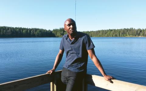 Remi Oluwasiku blev misshandlad och förföljd av polisen i sitt hemland. När han fick avslag på sin asylansökan tvingades han åka till Nigeria för att söka uppehållstillstånd, och väntar fortfarande på besked från Migrationsverket. Bild: Privat