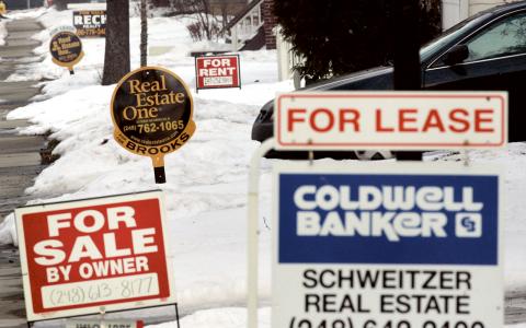 Kollapsat korthus. Den amerikanska tillväxten byggde på en svällande kreditbubbla. 2008 kastade finanskrisen i USA ut tio miljoner amerikaner i arbetslöshet.  Bild: TT/AP