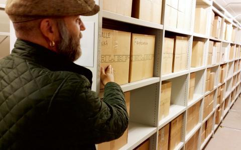 """Svenska Seriearkivet har flyttat från Lund till Malmö. """"Vi vill inte ha ett dött arkiv. Det ska vara tillgängligt, och utställningarna blir en del av det"""", säger ordförande Fredrik Strömberg. Bild: Torbjörn Hallgren"""