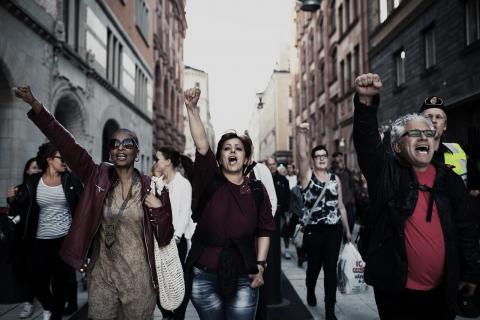 Tusentals demonstrerade mot rasism på måndagskvällen. Demonstrationen var en reaktion mot att SD gick kraftigt framåt i riksdagsvalet. Bild: Carlos Zaya