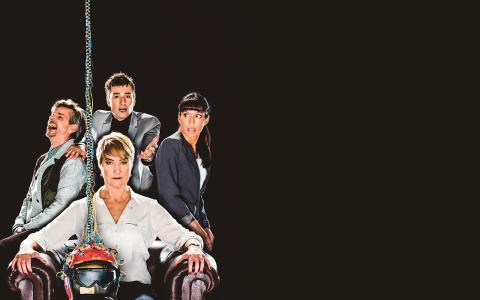 Gudshjälmen. Ensemblen i uppsättningen Gudshjälmen som från och med i morgon turnerar med Riksteatern.  Bild: Mats Bäcker
