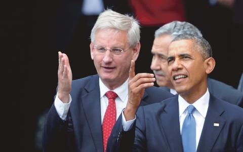 Engagemang. Carl Bildt och Barack Obama under ett jubileumsfirande av kommunismens fall i Warszawa, Polen.  Bild: Alik Keplicz/AP/TT