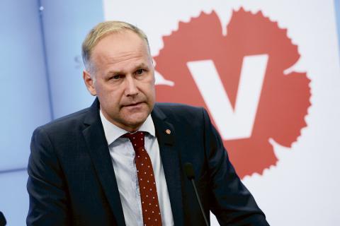 """Jonas Sjöstedt anser att Stefan Löfven begått ett """"misstag"""". Bild: Claudio Bresciani/TT"""