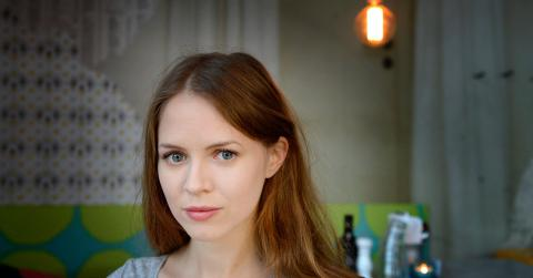 """Den 24 oktober har Alexandra Dahlströms dokumentärfilm All we have is now premiär. """"Att arbeta med filmen har verkligen berikat det jag vanligtvis arbetar med"""", säger hon. Bild: Jessica Gow/TT"""