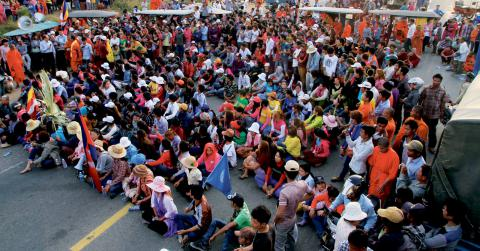 Textilarbetarna i Kambodja har protesterat ett flertal gånger sedan upploppen för snart ett år sedan. Bild: Heng Sinith/AP/TT